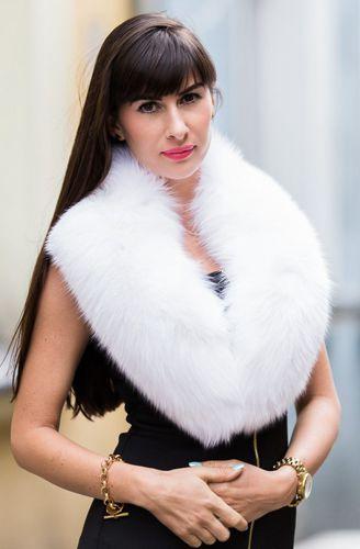 4265d75408f01 Ladies White Fox Fur Large Detachable Collar