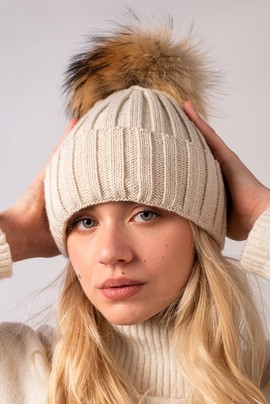 Ribbed woollen cap with genuine raccoon dog fur pom-pom