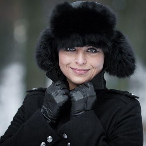 ... Womens Fox Fur Trapper Hat in Black f010621ef5a