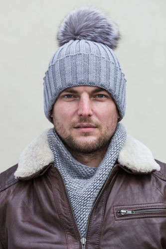 GREY FUR-TRIMMED WOOL BEANIE HAT