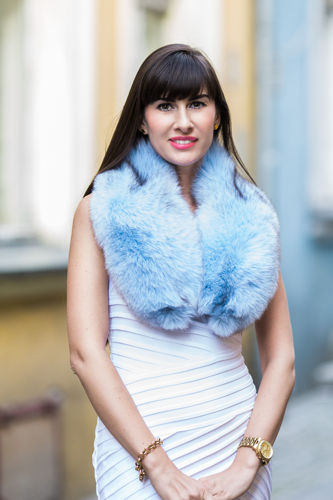 Ladies White Fox Fur Large Detachable Collar